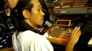 Ekskwizet Beatz and DJ Yutaka (2PAC's OFFICIAL DJ) making a beat in Shibuya Japan