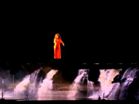 A Forca Que Nunca Seca En Espanol de Vanessa Da Mata Letra y Video
