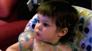 Isaac imita Xana Toc Toc a assobiar