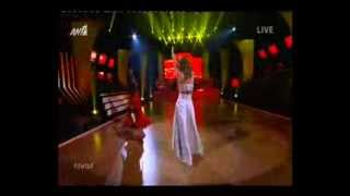 Gossip-tv.gr Λάκης Γαβαλάς: Με κόκκινη φούστα στην αρχή της χορογραφίας του