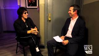 """Jeff Beck on Rod Stewart: """"He Never Calls!"""""""