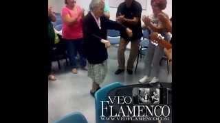 Gitana con 95 años bailando por bulerias