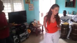 Pequena columbia con la  musica en vivo  gracias por la familia Aspirina :)