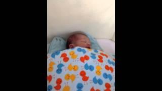 Habituación de un bebé a la aspiradora
