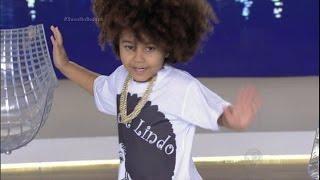 Menina de 5 anos dança Ludmilla e dá um show no palco