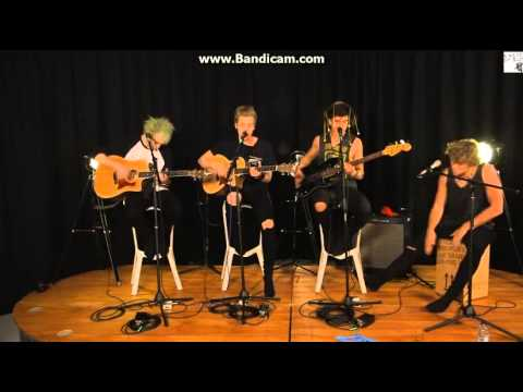 5-seconds-of-summer-she-looks-so-perfect-acoustic-livestream-xoxomeikexoxo