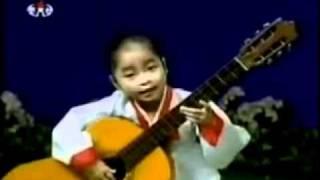 Παιδί-θαύμα παίζει κιθάρα