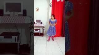 Menina dansando
