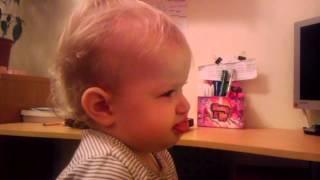 Hania śpiewa Schnappi'iego ;p - roczek