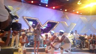 Claudinha sambando ao som de Revelação - Tv Xuxa