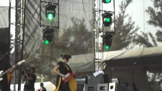 Los Liquits feat. Austin TV - Chicharos Mágicos @ Vive Latino 2011 Escenario Indio