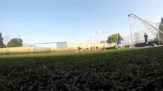 Chlapci z Rugby hraju futbal