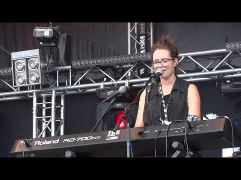 soley-blue-leaves-live-dockville-festival-hamburg-08-2012-tent23