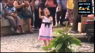 """""""tvdailha.com"""" Deus usa menina em praça pública, impressionante."""