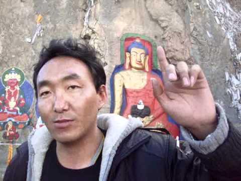 00 02 Prof. Juan Lázara filma a Damiang con el Buda más grande de Tibet.MPG