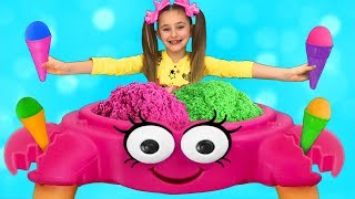 Sasha plays Ice Cream Shop with Kinetic Sand Crab Toy