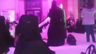 لحظه رومانسية في عرس سعودي