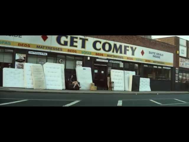 Videoclip oficial de 'Get Comfy', de Loco Dice y Giggs.