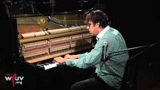 """Chilly Gonzales - """"Evolving Doors"""" (Live at WFUV)"""