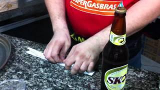 Como abrir cerveja com papel