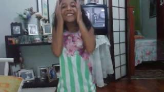 Anna Clara cantando música nova de Simone e Simaria