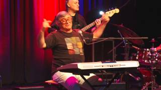 José Cid em modo jazz - Como O Macaco Gosta da Banana Eu Gosto de Ti  -  ao Vivo AMGAIA