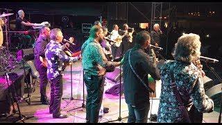 Grande affluence à Saint-Pierre-La-Mer pour le concert de Chico & The gypsies