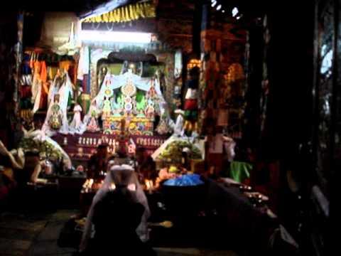 CEREMONIA BUDISTA EN THULO SYABRU NEPAL