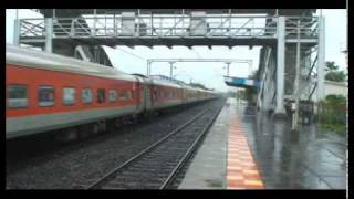 MISTMATCHED RAJDHANI SPECIAL ON A WET RAINY DAY. LISTEN TO EOG SOUNDS