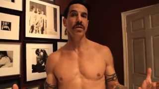 Red Hot Chili Peppers - Look Around [Behind The Scenes Of The Interactive Video] 2