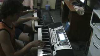 Neto e Ricardo - New Years Day - U2 cover - aprendendo a tocar  Teclado