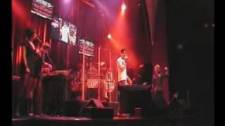 Vinnie Onstage @ Universal Studios (MONY MONY cover)