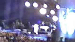 Roberto Carlos - Cachoeiro de Itapemirim - 19/04/09 - DISTRIBUINDO ROSAS NO FIM DO SHOW [PARTE 1]