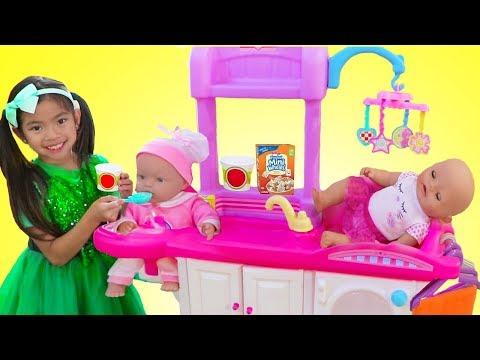Download Video Emma Pretend Play Babysitting Cry Baby Dolls W/ Nursery Playset Girl Toys