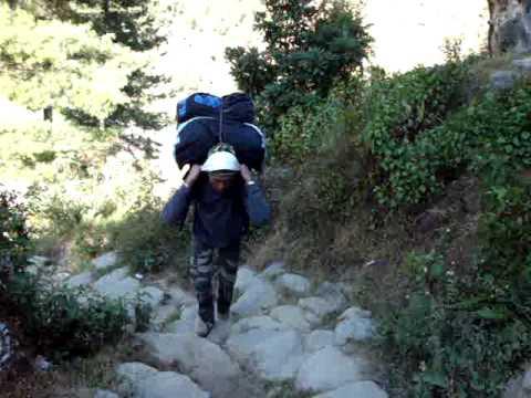 Rennfahrer Bieberle's Porter Ram im Einsatz zwischen Jiri und Namche Bazar