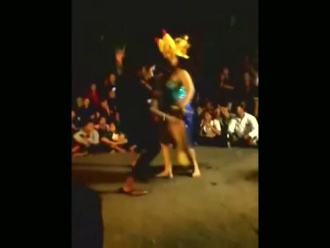 Download Video Goyangan Hot Bikin Tegang - Tari Bumbungan Bali Goyang Erotis