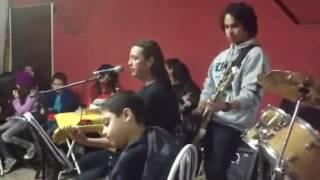 Studio Mozart   Heloisa Vicencio menina de 9 anos arrasando na bateria!