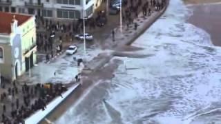 Fim dos Tempos - Tsunami em Nazaré Onda Leva Tudo - Veja o Vídeo