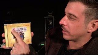 """Francesco Gabbani - La prima copia di """"Poveri Ma Ricchi - Colonna Sonora Originale"""""""