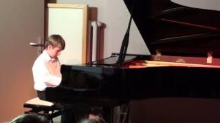 Paweł na fortepianie