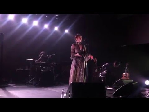 florence-the-machine-queen-of-peace-acoustic-war-child-st-john-at-hackney-26-02-16-fatm-fanclubpl