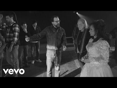 loretta-lynn-the-making-of-lay-me-down-duet-with-willie-nelson-lorettalynnvevo