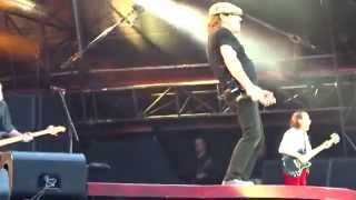 "AC/DC HIGH VOLTAGE Live, Glasgow, June 28, 2015 (""Malcolm Young, son of this city"")"