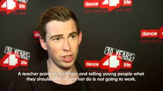 Hardwell supports dance4life