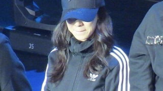Song Ji Hyo got Injured after stage in Running Man Fanmeet in Macau