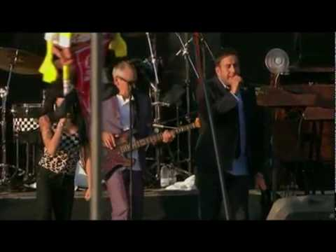 amy-winehouse-youre-wondering-now-feat-the-specials-22-08-v-festival-2009-fa-clube-trouble-amy-winehouse