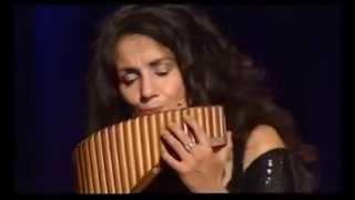 Ave Maria executada em flauta peruana, por Daniela de Santos