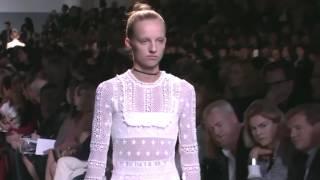Rihanna y otros famosos en el desfile de Dior