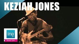 """Keziah Jones """"Femiliarise"""" (live officiel) - Archive INA"""