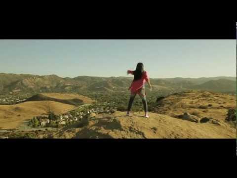 Novocane En Espanol de Becky G Letra y Video